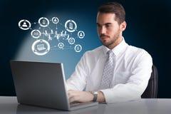 Immagine composita dell'uomo d'affari allegro facendo uso del computer portatile allo scrittorio 3d Immagine Stock Libera da Diritti