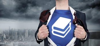 Immagine composita dell'uomo d'affari che apre il suo stile del supereroe della camicia Fotografia Stock