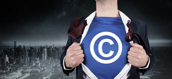 Immagine composita dell'uomo d'affari che apre il suo stile del supereroe della camicia Immagine Stock Libera da Diritti