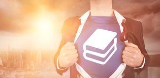 Immagine composita dell'uomo d'affari che apre la sua camicia Fotografie Stock Libere da Diritti