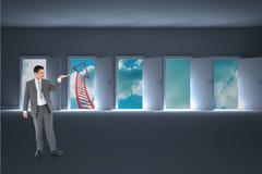 Immagine composita dell'uomo d'affari che esamina cui sta presentando Immagini Stock