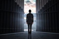 Immagine composita dell'uomo d'affari che gira il suo di nuovo alla macchina fotografica 3d Fotografia Stock Libera da Diritti