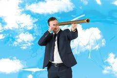 Immagine composita dell'uomo d'affari che guarda tramite il telescopio Fotografia Stock