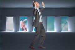 Immagine composita dell'uomo d'affari che posa con le armi alzate Fotografia Stock Libera da Diritti