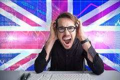 Immagine composita dell'uomo d'affari che urla con le sue mani sul fronte Fotografie Stock