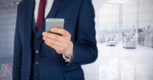 Immagine composita dell'uomo d'affari facendo uso del telefono cellulare Immagine Stock