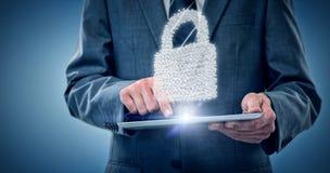 Immagine composita dell'uomo d'affari facendo uso della compressa digitale 3d Fotografie Stock Libere da Diritti