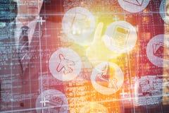 Immagine composita dell'uomo d'affari facendo uso dello schermo digitale futuristico 3D Fotografie Stock