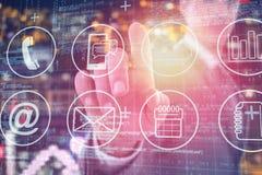 Immagine composita dell'uomo d'affari facendo uso dello schermo digitale futuristico 3D Fotografia Stock Libera da Diritti