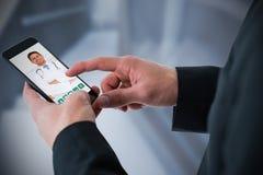 Immagine composita dell'uomo d'affari facendo uso dello Smart Phone Fotografie Stock