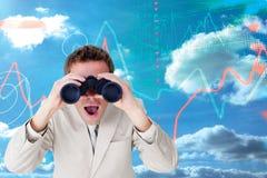 Immagine composita dell'uomo d'affari positivo facendo uso del binocolo Fotografia Stock