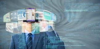 Immagine composita dell'uomo d'affari in vestito facendo uso della cuffia avricolare 3d di realtà virtuale Fotografia Stock
