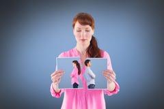 Immagine composita dell'uomo e della donna che affrontano via Fotografia Stock
