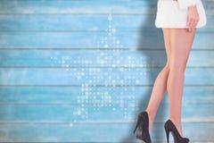 Immagine composita della bionda festiva che sorride alla macchina fotografica Immagine Stock