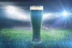 Immagine composita della birra 3d di verde di giorno dei patricks della st Fotografie Stock