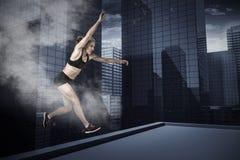 Immagine composita della donna atletica che si esercita sul fondo bianco Immagine Stock Libera da Diritti