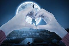 Immagine composita della donna che fa forma del cuore con le mani Immagini Stock Libere da Diritti
