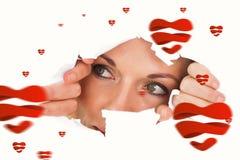 Immagine composita della donna che guarda attraverso la carta lacerata Fotografia Stock