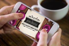 Immagine composita della donna che per mezzo dello smartphone Fotografie Stock