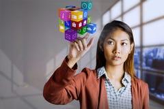 Immagine composita della donna di affari che indica cubo Fotografia Stock