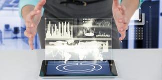 Immagine composita della donna di affari che per mezzo della compressa digitale 3d Fotografie Stock Libere da Diritti