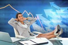 Immagine composita della donna di affari che si rilassa in una poltrona girevole Fotografia Stock