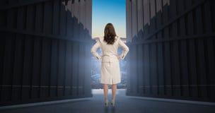 Immagine composita della donna di affari che sta di nuovo alla macchina fotografica 3d Immagine Stock