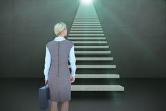 Immagine composita della donna di affari indietro girata che tiene una cartella 3d Immagine Stock