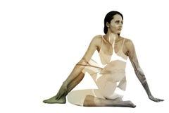 Immagine composita della donna di misura che fa la mezza posa spinale di torsione nello studio di forma fisica Fotografia Stock