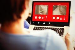 Immagine composita della donna incinta che per mezzo del suo computer portatile Fotografie Stock Libere da Diritti
