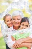 Immagine composita della famiglia adorabile nel parco Fotografia Stock