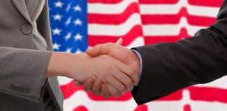 Immagine composita della fine su di due persone di affari che stringono le loro mani Fotografia Stock