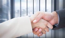 Immagine composita della fine su sui partner che stringono le mani Immagini Stock