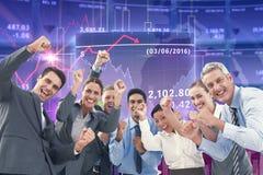 Immagine composita della gente di affari che incoraggia nell'ufficio Immagini Stock Libere da Diritti