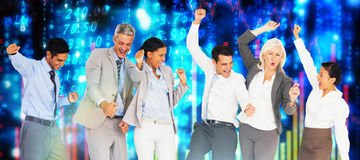 Immagine composita della gente di affari che incoraggia nell'ufficio Immagine Stock Libera da Diritti
