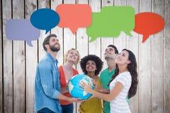 Immagine composita della gente di affari creativa con un globo immagine stock