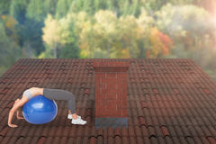 Immagine composita della giovane donna di misura che allunga sulla palla di forma fisica Fotografia Stock