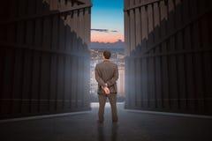 Immagine composita della retrovisione dell'uomo d'affari di classe che posa 3d Fotografia Stock