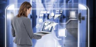 Immagine composita della retrovisione della donna di affari che per mezzo del computer portatile 3d Fotografie Stock