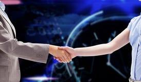 Immagine composita della stretta di mano fra due donne Fotografie Stock Libere da Diritti