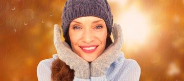 Immagine composita della testarossa graziosa in abbigliamento caldo fotografia stock libera da diritti