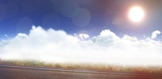 Immagine composita della vista idilliaca del sole sopra le nuvole durante il giorno soleggiato Immagini Stock