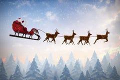 Immagine composita della vista laterale della guida del Babbo Natale sulla slitta durante il natale Immagini Stock