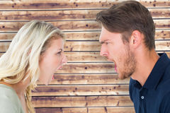 Immagine composita delle coppie arrabbiate che gridano durante la discussione Fotografia Stock
