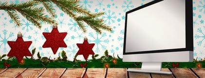 Immagine composita delle decorazioni della stella sull'albero Immagini Stock