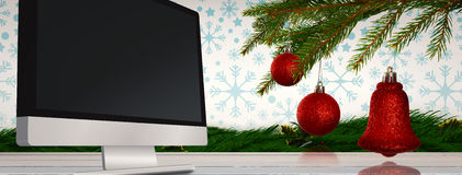 Immagine composita delle decorazioni rosse sul ramo Immagini Stock