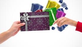 Immagine composita delle mani che tengono carta Immagine Stock