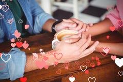 Immagine composita delle mani delle coppie e dei cuori 3d dei biglietti di S. Valentino Fotografia Stock Libera da Diritti