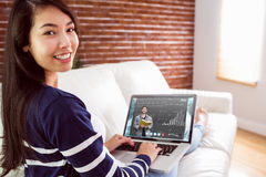 Immagine composita dello studente che sorride alla macchina fotografica in biblioteca Immagini Stock Libere da Diritti