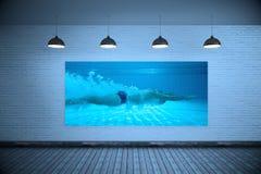 Immagine composita di addestramento del nuotatore di misura sui suoi propri fotografie stock libere da diritti